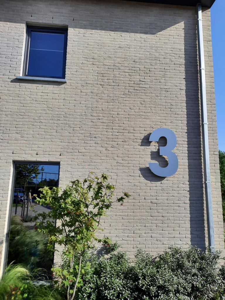 RVS Huisnummer 3 - lettertype Bahnschrift - 100 cm hoog